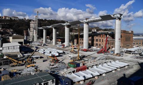 Италиански строители работят денонощно, за да...