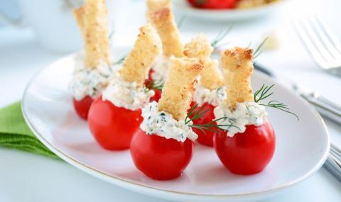 Рецепта на деня: Пълнени домати с крема сирене и бекон