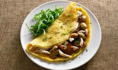 Рецепта на деня: Пилешка кавърма в омлет