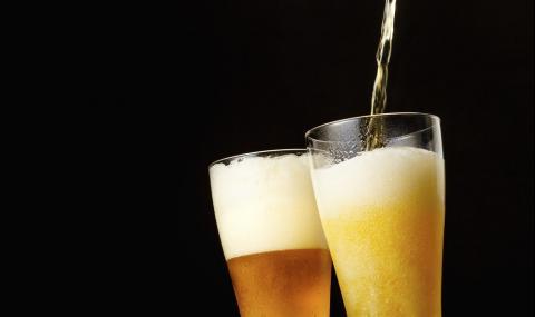Хванаха пазарджиклия, пресушил 12 бири и бутилка ром от затворено заведение