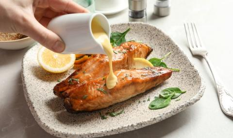 Рецепта на деня: Котлети от сьомга със сос Холандез