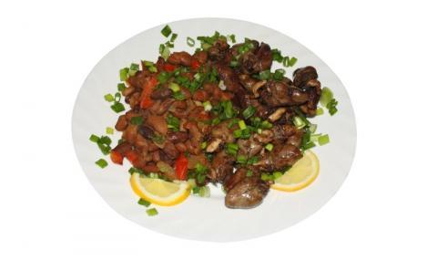 Рецепта на деня: Пилешки сърца с 3 вида лук