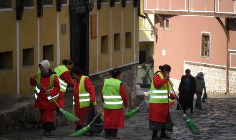 Ударно чистят Стария град в Пловдив