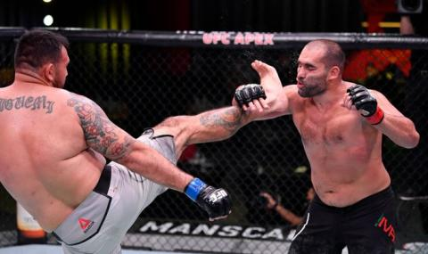 Багата загуби отново след спорно съдийско решение в UFC (ВИДЕО)