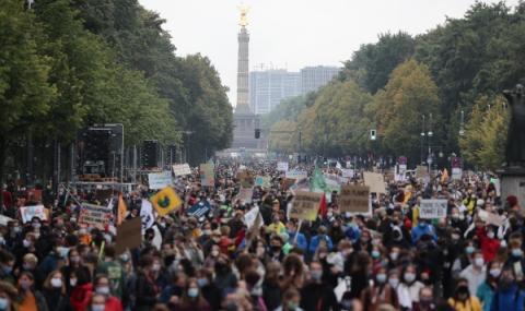 Движението за климата започна нови протести