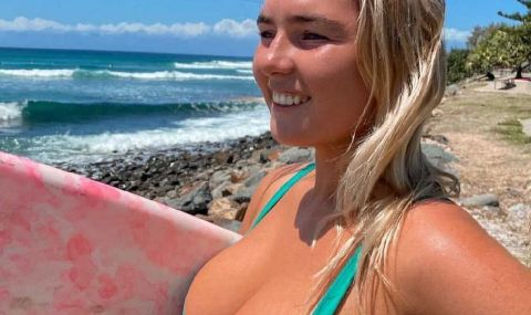 Едрогърда сърфистка радва мъжкото око в социалните мрежи (СНИМКИ)