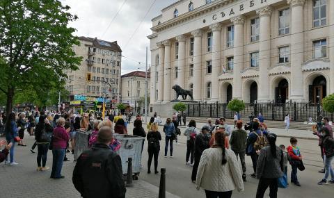 """Скандират """"Мафия"""" пред Съдебната палата - 1"""
