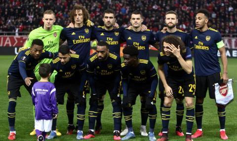 Дете попадна на отборната снимка на Арсенал преди двубоя с Олимпиакос
