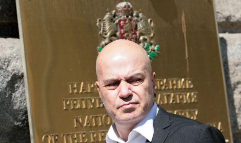 Слави Трифонов срещу ДБ и ИСМВ: Партията на Хр. Иванов ГЕРБ 2 ли е? Партията на Манолова БСП 2 ли е?
