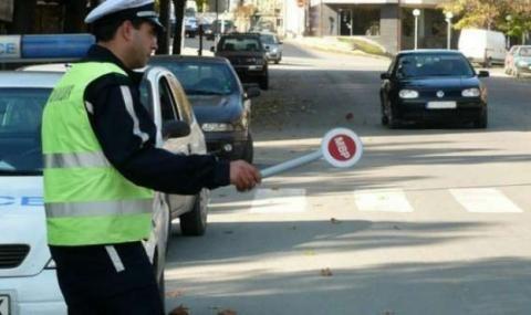 Млад шофьор помете патрулка в опит да избяга от проверка