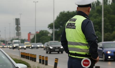 Засилен трафик и повече полиция на пътя през почивните дни