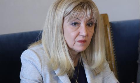 """Аврамова подозира """"политически елемент"""" в напрежението за винетките"""