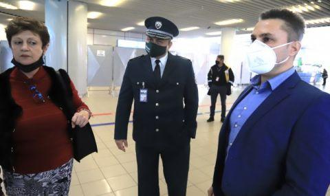 Индиецът, буйствал в самолета, остава за постоянно в ареста