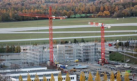 Разширяват голямо летище (СНИМКИ)