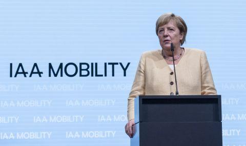 Ангела Меркел посети голямо автомобилно изложение - 1