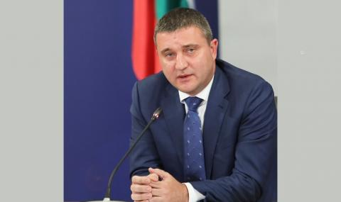 Горанов: Държавната петролна компания ще отвори данъчните складове за всички търговци