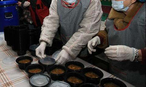 Държавата ще раздава дезинфектанти и топъл обяд на самотни възрастни