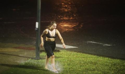 """Луизиана си отдъхна: Ураганът """"Нейт"""" пощади Ню Орлиънс (ВИДЕО+СНИМКИ)"""