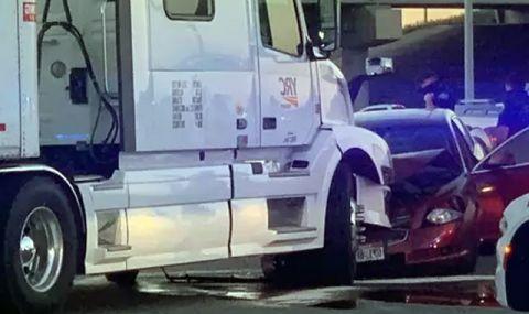Две малолетни сестри откраднаха кола, за да отидат до океана, но се блъснаха в камион