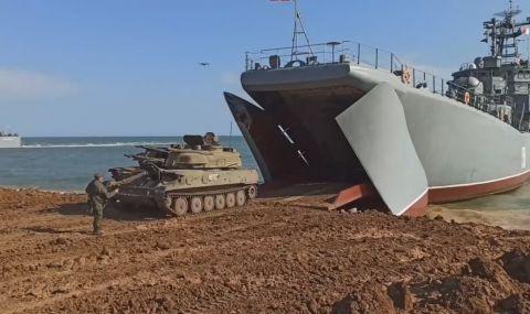 В Черно море става напечено! Кораб на САЩ се насочва натам, Русия провежда мащабни учения