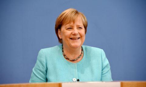Меркел призова за запазване на диалога с Русия