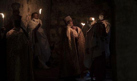 Благодатният огън слезе в храма