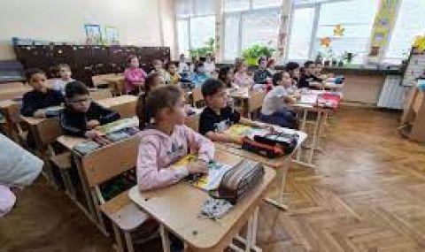 Учениците от 5 до 11 клас се връщат в училище