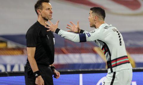 Наказват Роналдо заради хвърлената лента?