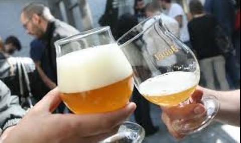 Пием по-малко бира и вино заради коронакризата