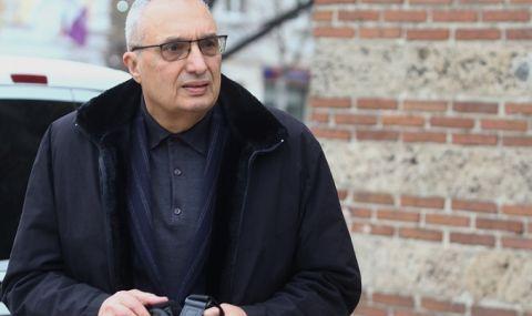 Иван Костов и семейството му ще гласуват машинно за ДБ