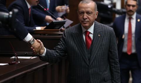 Ковид-19 вдигна рейтинга на Ердоган до небето