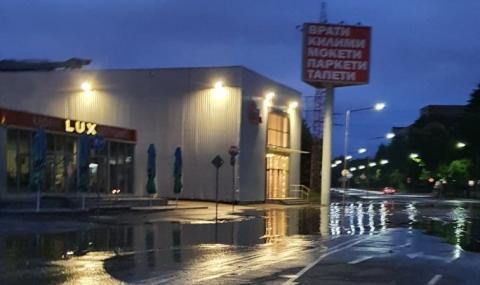 Новоремонтирана улица в Русе под вода след дъжд