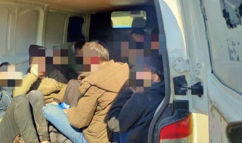Разбиха международна група за трафик на нелегални мигранти, участвали и българи - 1