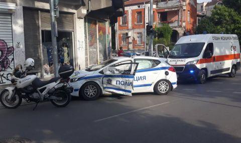 Полицейска патрулка и BMW катастрофираха в центъра на Пловдив