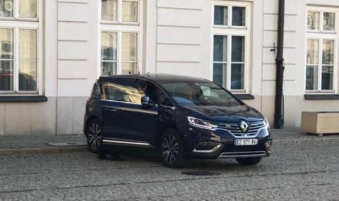Бронираното Renault на Макрон се развали