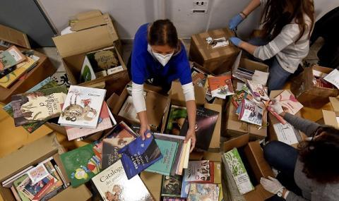 Забрана за проба на дрехи и разглеждане на книги, търговците се ядосват