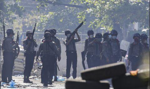 Застреляха двама протестиращи срещу военната хунта, банките затвориха