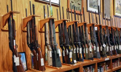 Милиони уплашени американци купуват оръжие