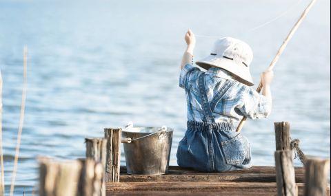 6-годишно момче хвана риба колкото ръста си на първия си риболов (ВИДЕО)