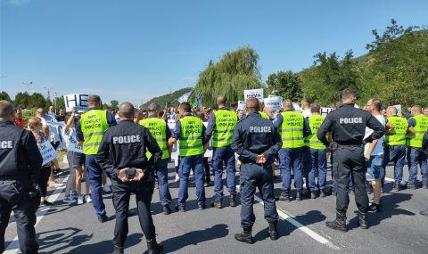 Протест на хотелиери и ресторантьори от Благоевград блокира за кратко главния път Е-79 - 1