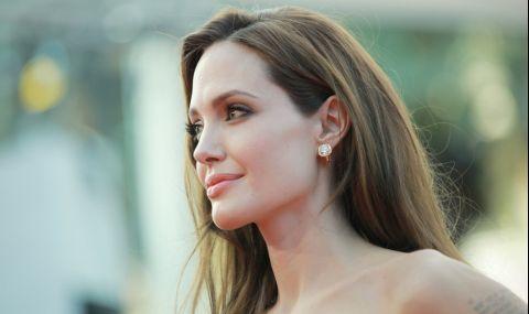 Анджелина Джоли продава на търг картина на Чърчил