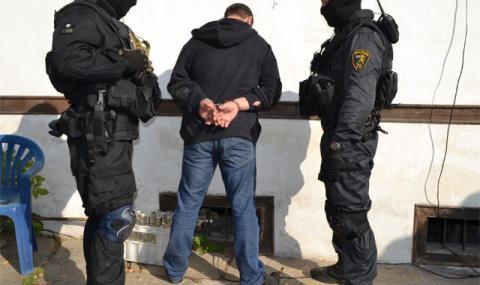 """Арестуваха петима за """"пране"""" на 900 000 евро"""