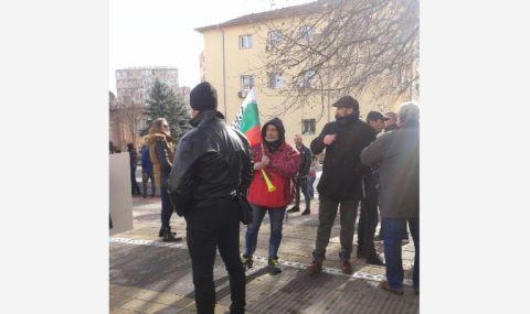 Собственици на заведения и спортни обекти протестираха в Перник