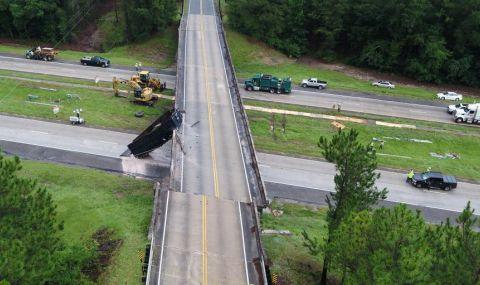 Камион се блъсна в надлез и... го премести почти два метра