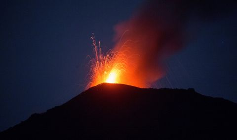Рекорд! Вулкан в Исландия не спира да изригва - 1