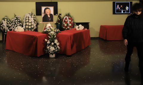 Стотици се сбогуваха с Татяна Лолова (СНИМКИ)