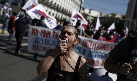 Хиляди на протест пред гръцкия парламент