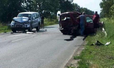 Тежка катастрофа край Бургас, пострадали са двама души
