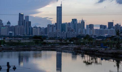 Вятър разклатил голяма сграда в Китай