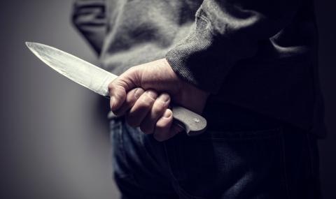Деца нападнаха гейове с ножове